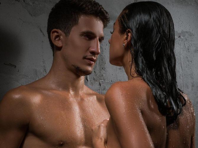 Krenuo sam posle seksa za devojkom u kupatilo, pa otkrio NJENU JEZIVO PRLJAVU TAJNU koja me opseda danima: Da li je UOPŠTE LEGALNO da ona to radi?