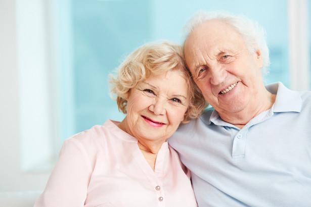 Od 1 października 2017 roku wiek emerytalny wyniesie 60 lat dla kobiet i 65 lat dla mężczyzn.