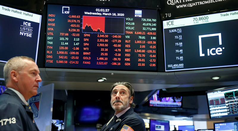 US stocks fluctuate as traders weigh virus spike against advances in treatment