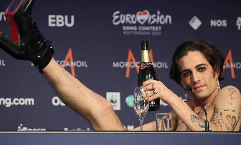 Damiano David, charyzmatyczny wokalista Måneskin, nie tylko wygrał z zespołem Eurowizję 2021, ale również zyskał miliony fanek