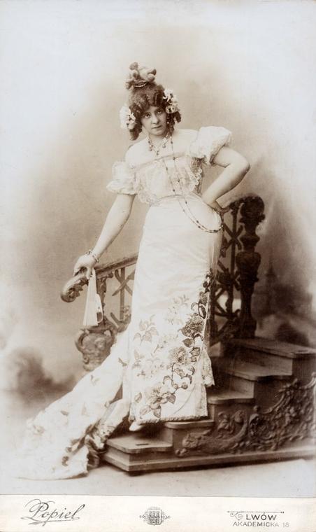 Portret Gabrieli Zapolskiej, w roli Colinette, Teatr Miejski, Lwów 1900 r.