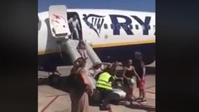 Ewakuowano pasażerów samolotu linii Ryanair. Na pokładzie zapalił się telefon [WIDEO]