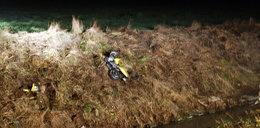 Śmierć na drodze. Motocyklista przeleciał przez rzekę!