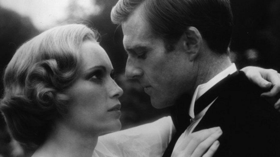 """Mia Farrow i Robert Redford w filmie """"Wielki Gatsby"""" z 1973 r."""