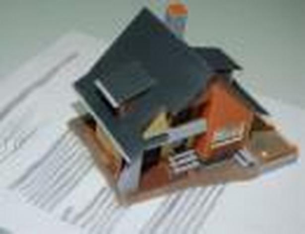 Przy kupnie mieszkania lub domu wszystkich formalności dokonujemy u notariusza.