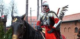 Niezwykła pasja mieszkańców Pomorza. Odtworzyli chorągiew husarską!