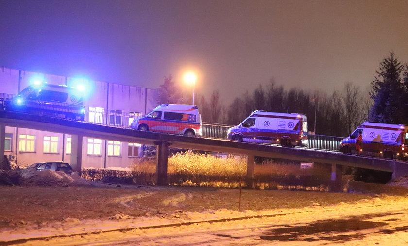 Karetki przed radomskim szpitalem.