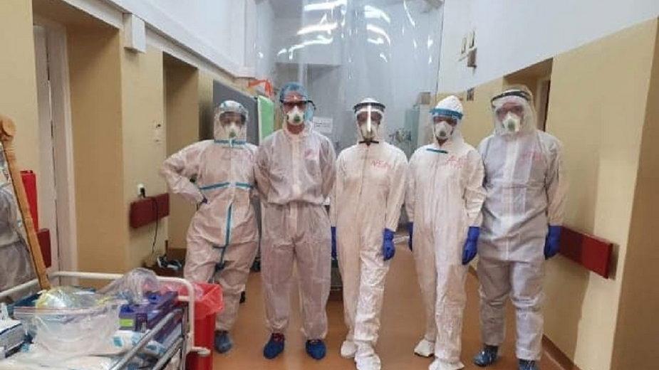 Studenci UZ pomagający w szpitalu covidowym fot. Uniwersytet Zielonogórski