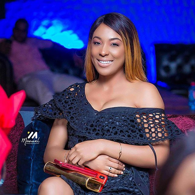 Nikki Samonas lookd ravishing in black apparel