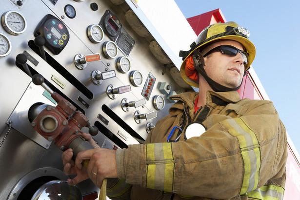 PSP jest zobowiązana przekazać inspektorowi środowiska informację o awarii, która była m.in. następstwem pożaru, eksplozji lub uwolnienia w trakcie procesu przemysłowego, magazynowania lub transportu dowolnej ilości co najmniej jednej z substancji niebezpiecznych