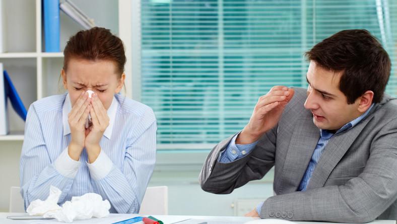 Bagatelizowanie grypy grozi powikłaniami, tj. zapalenie płuc