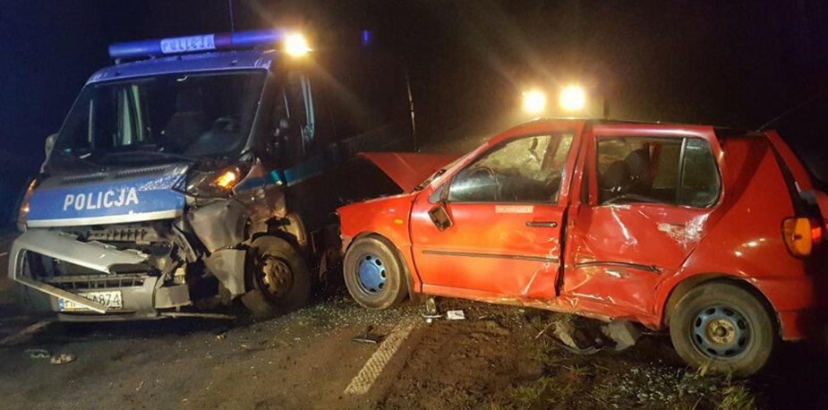 Pijany kierowca i zniszczony radiowóz