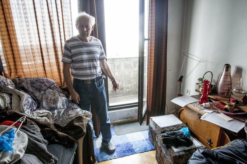 Syn zabił matkę i skoczył z balkonu