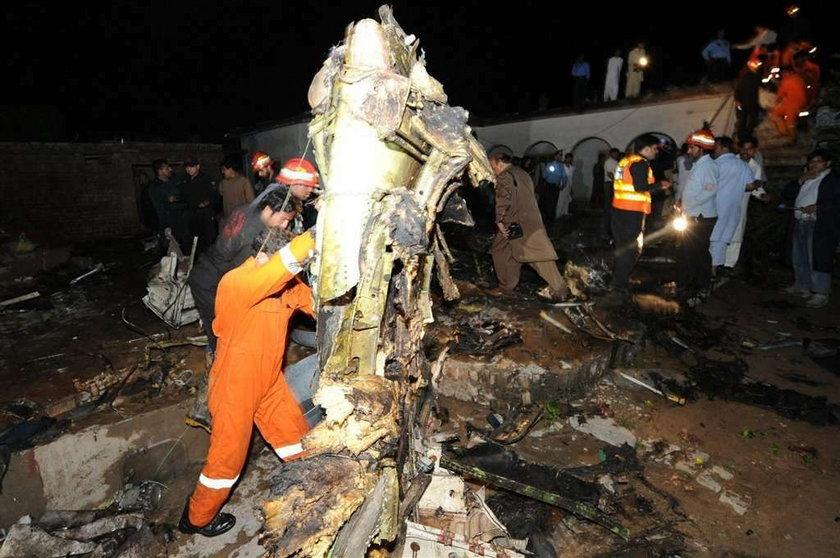 Boeing 727 w płomieniach. 150 osób nie żyje!
