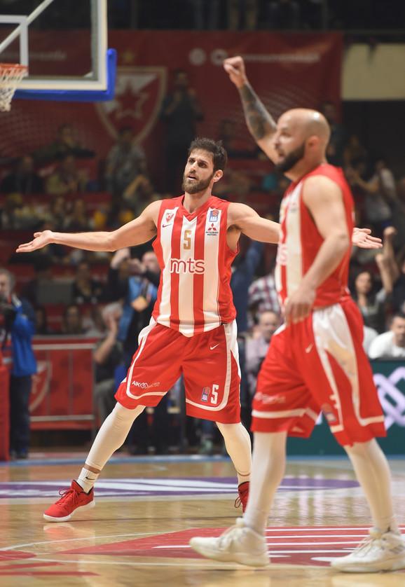 Košarkaši Crvene zvezde slave