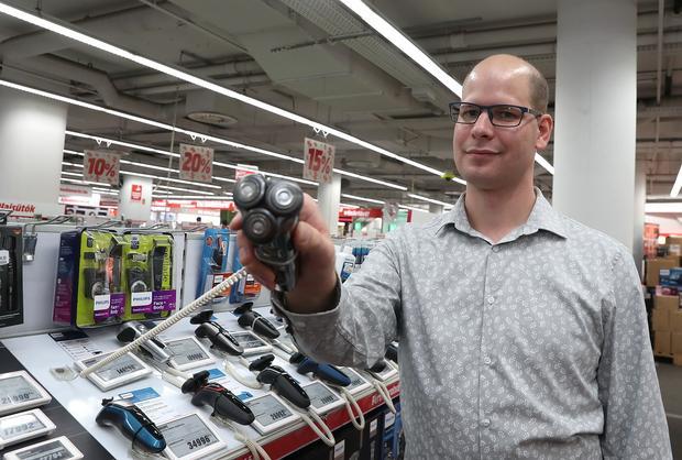 Kovács Róbert (30) tippeket keresett, mindenkinek műszaki cikket tervez vásárolni /Fotó: Pálszabó Zoltán