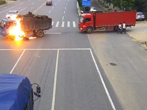 50c3be5248 Potworne sceny zarejestrował monitoring w Nanchang w Chinach. Nagrał  wypadek