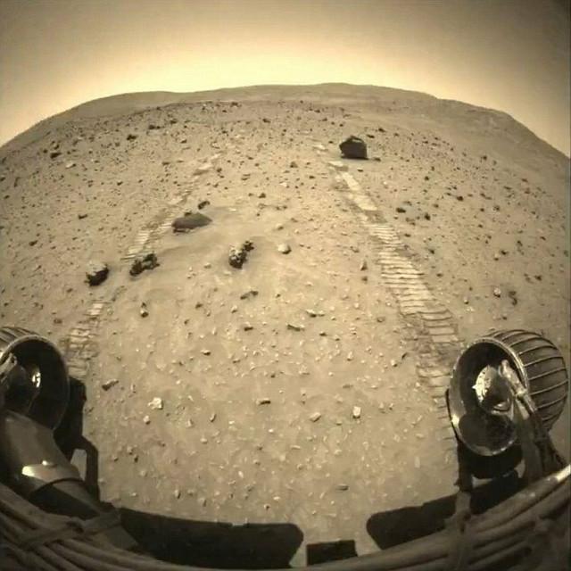 "Fotografija površine Marsa iz starog vozila ""Diskaveri"""