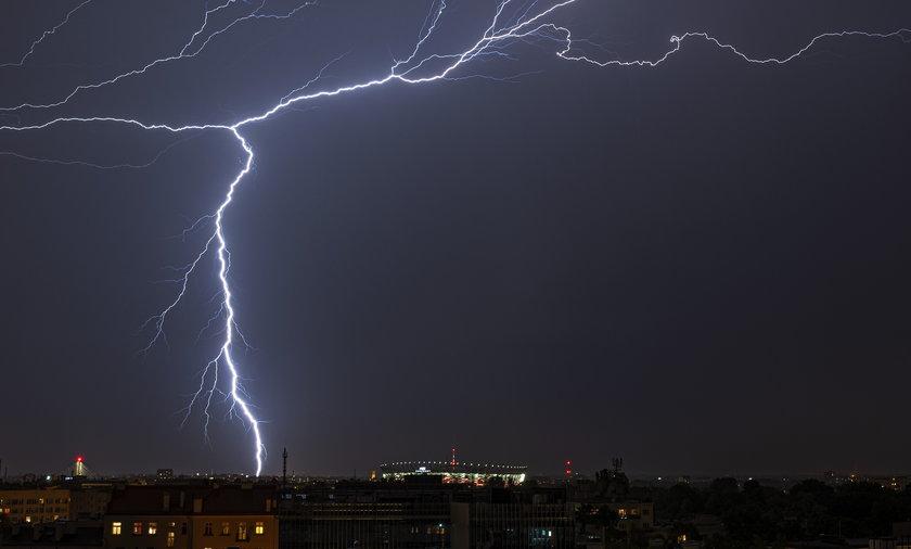 Najbliższe dni będą upalne, z licznymi i gwałtownymi burzami – ostrzega IMGW.