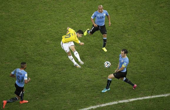 Trenutak kada Rodrigez postiže najlepši gol Mundijala