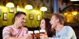 Polacy piją więcej piwa, ale mniej palą