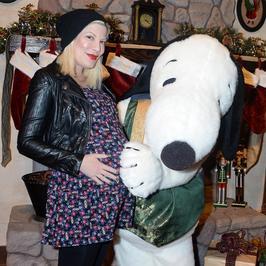 Tori Spelling spodziewa się piątego dziecka. Jej ciążowe krągłości są już całkiem spore!