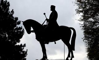 Nad którymi pomnikami czuwa prokurator?