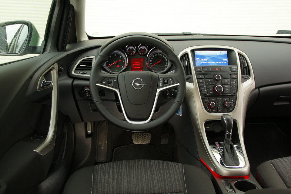 Bardzo dobra Używany Opel Astra IV - ładny, ale do ideału daleko | Opinie QH05