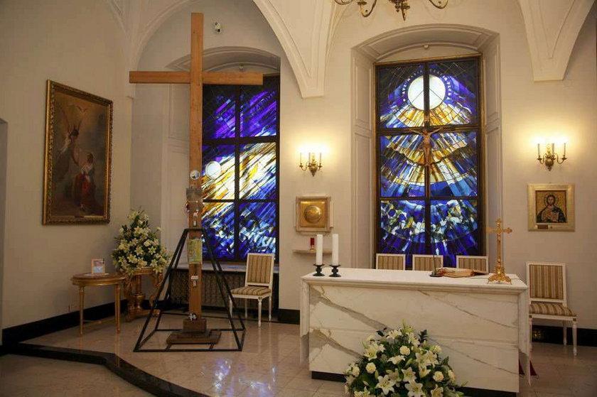 Rodziny zagłosują, czy wziąć krzyż do Smoleńska
