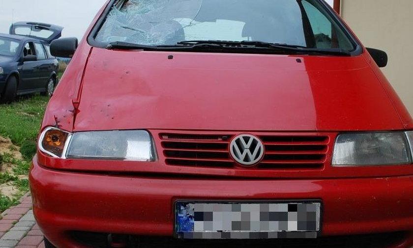W Trzcinicy kierowca volkswagena śmiertelenie potrącił 53-latka
