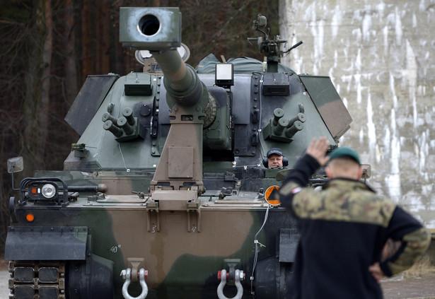 Początki historii Kraba sięgają 1999 roku. Wtedy podpisano umowę licencyjną na produkcję brytyjskich wież z działem 155 mm. Działa miały być osadzone polskim podwoziu produkowanym przez Bumar-Łabędy w Gliwicach. fot. (dd/zuz) PAP/Darek Delmanowicz