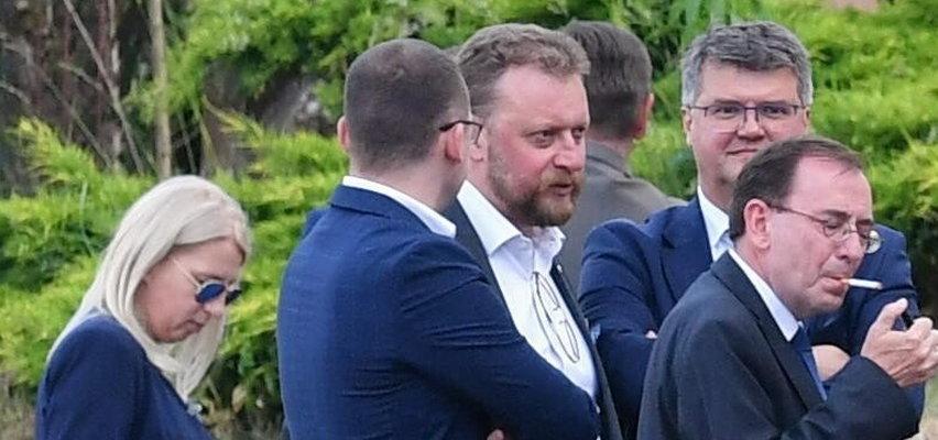 Dawno niewidziany Szumowski pojawił się na spotkaniu PiS. Coś zmieniło się w jego wyglądzie... ZDJĘCIA