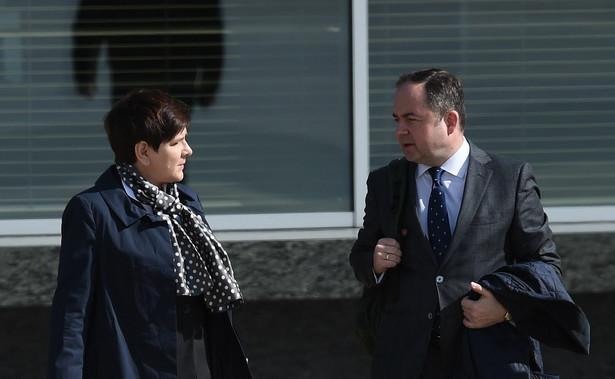 Premier Beata Szydło i wiceminister spraw zagranicznych Konrad Szymański
