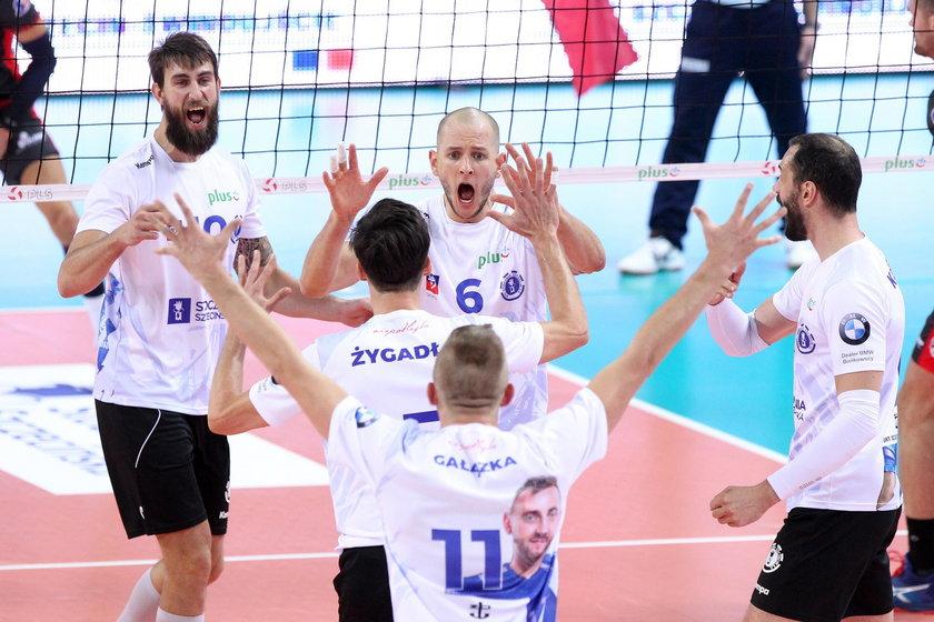 Działacze sportowi Stoczni Szczecin domagali się 9 mln złotych, od firmy mającej sponsorować zespół. Do współpracy nie doszło, a klub upadł.
