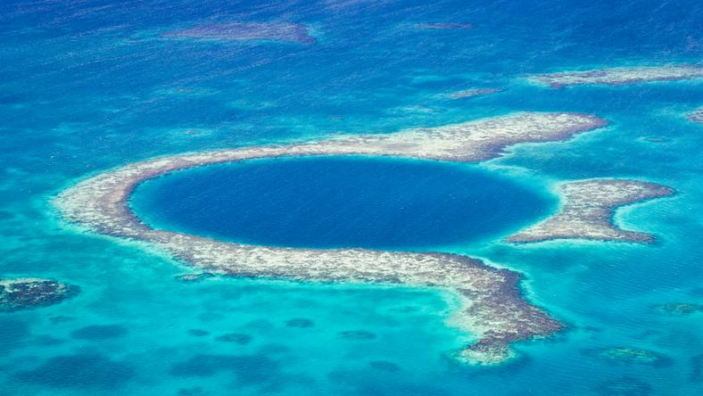 Great Blue Hole w Belize