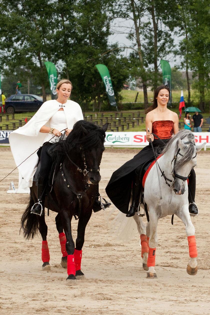 Kinga Rusin (47 l.) i Karolina Ferenstein-Kraśko(41 l.)