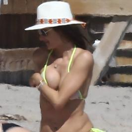 Alessandra Ambrosio w bikini. Ależ ona ma ciało!