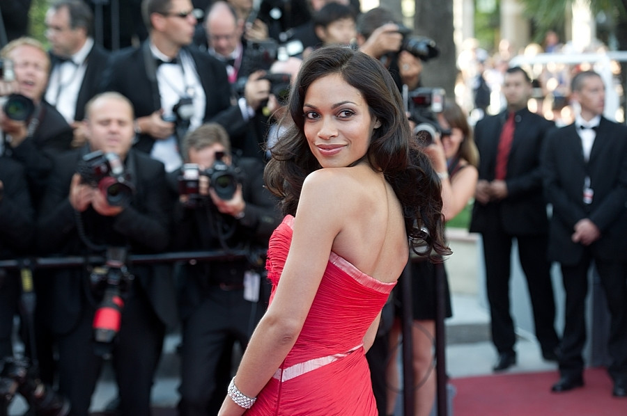 "Rosario Dawson na premierze filmu ""This Must Be The Place"""