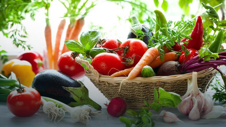 Aby odkwasić organizm, jadaj nawet 80 proc. żywności alkalizującej (i maksymalnie 20 proc. kwasotwórczej, czyli 80/20)