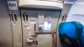 Co by się stało, gdybyś próbował otworzyć drzwi awaryjne w samolocie?