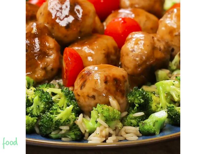 Mesne loptice sa PEČURKAMA i brokoli pirinčem: Kada JEDNOM budete napravili ovaj ukusan obrok UVEK će biti deo vašeg JELOVNIKA!