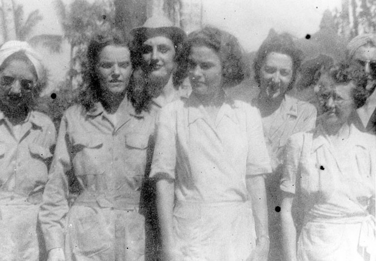 Army_nurses_rescued_from_Santo_Tomas_1945h