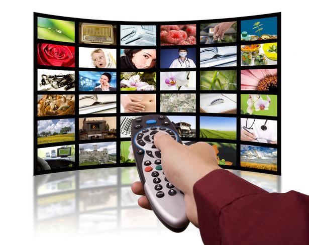"""Faktem jest jednak, że po """"dobrej zmianie"""" w TVP wyniki oglądalności zaczęły niepokojąco się obniżać."""