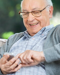 Zobacz 12 telefonów dla seniora. Najtańszy kosztuje niecałe 80 zł