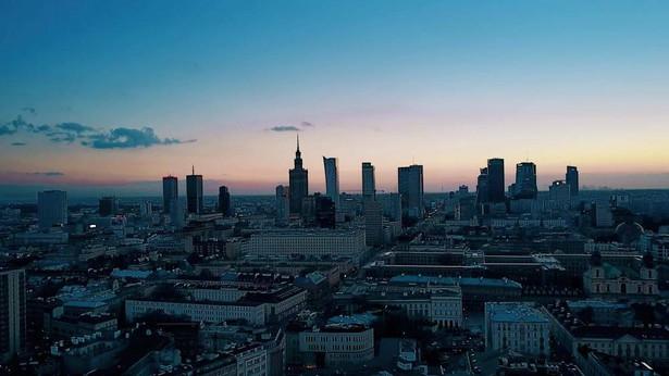 Decyzje komisji o przyznaniu odszkodowań i zadośćuczynienia to dopiero pierwszy krok. Pieniądze mają być bowiem wypłacane z kasy miasta stołecznego Warszawy.