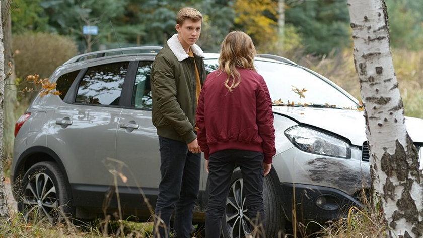 """""""Pierwsza miłość"""". Tomek rozbije auto Artura"""
