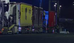 Desperacka próba migrantów. Chcieli dostać się na ciężarówki zmierzające z Francji do Wielkiej Brytanii