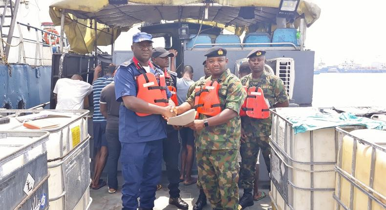 Navy arrests 7 alleged impostors escorting oil vessel in Rivers. [NAN]