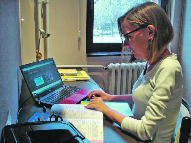 Dragana Marković, profesor engleskog jezika iz Novog Sada, godinama drži časove putem interneta