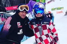 BUDALA IMA GDE HOĆEŠ! Skijašica napadnuta u Sarajevu zbog jakne sa kockastim dezenom!